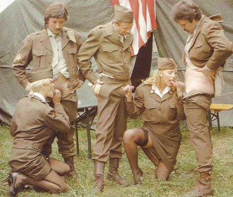 【画像24枚】女性兵士のもう一つの仕事がこちらwwwwwwwwwwwwww・20枚目
