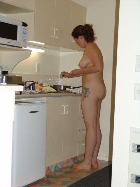 【家庭内エロ】嫁が裸族で困ってますwwwwwwwwwwwwwwww(画像30枚)・26枚目