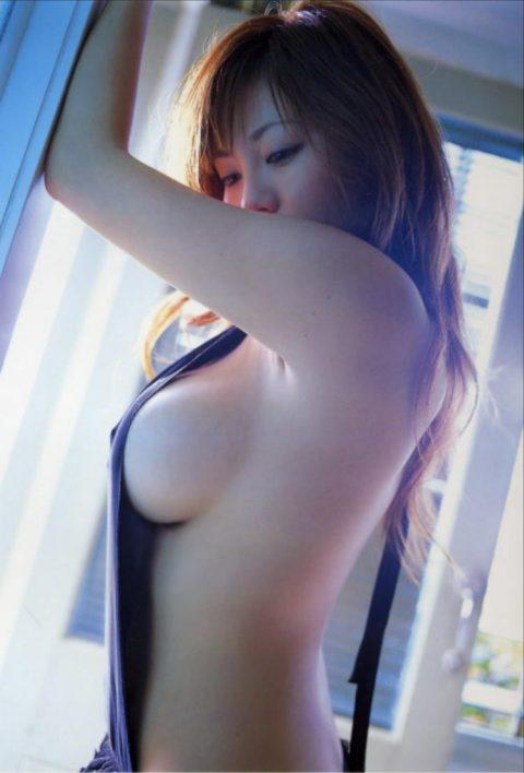 【画像27枚】この横乳美女の一人だけ揉めるとしたらどうするよ???・26枚目