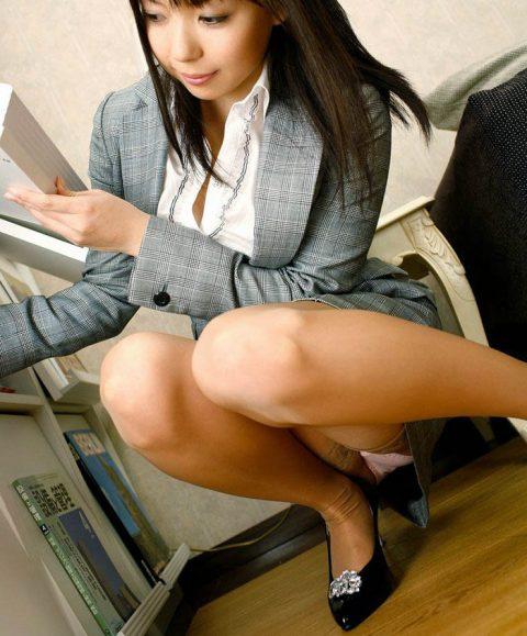 オフィスで女子社員がモノを拾う瞬間が大好きな理由wwwwwwwwwwwww(画像あり)・4枚目