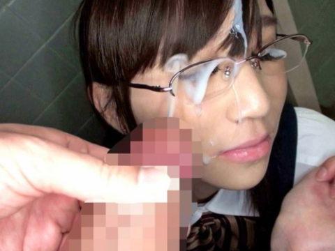 (公衆トイレ)真面目な眼鏡女子に一度はやってみたいこのプレイ・・・(写真41枚)