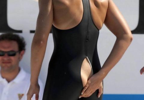 (※写真あり)競泳選手まんさん、まさかのミズ着破れwwwwww生中継で尻丸出し必死で隠しててワロタwwwwwwwwwwwwwwwwwwwwwwwwwwwwwwwwwwww(写真あり)