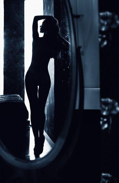 【逆光】必死でマンコを見ようとしてはいけない芸術エロ画像集(30枚)・1枚目
