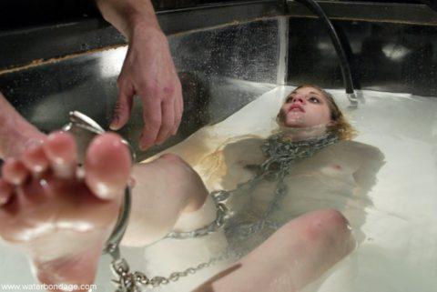 【ド変態】女が死にかける様子を見てオッキする奴らwwwwwwwwwwwwwwwwww(画像30枚)・9枚目