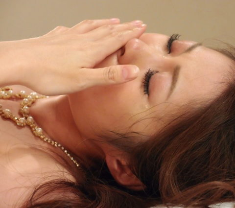 【出演強要⁈】AVでガチ泣きしてる女の子の闇深画像・・・(25枚)・12枚目