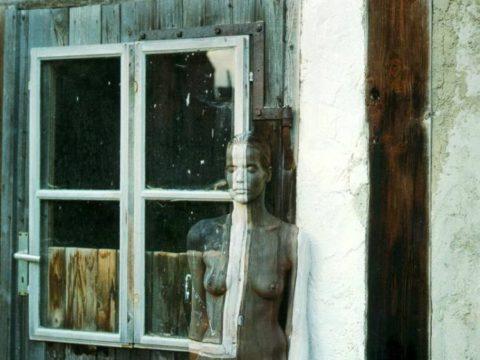 【芸術エロス】この中に全裸の美女がいるんだけど分かる?(画像24枚)・12枚目