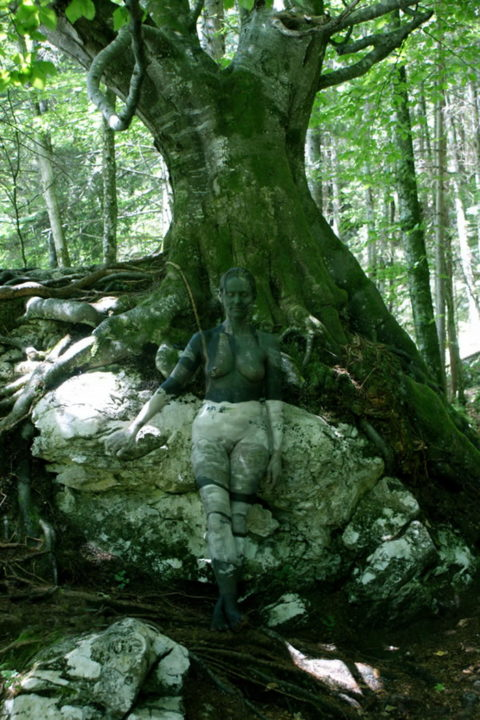 【芸術エロス】この中に全裸の美女がいるんだけど分かる?(画像24枚)・14枚目