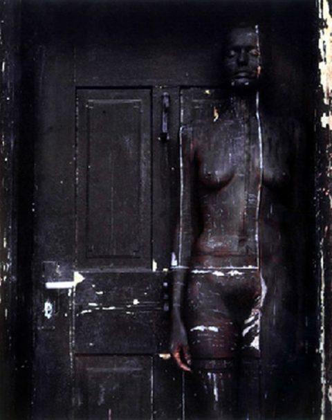 【芸術エロス】この中に全裸の美女がいるんだけど分かる?(画像24枚)・16枚目