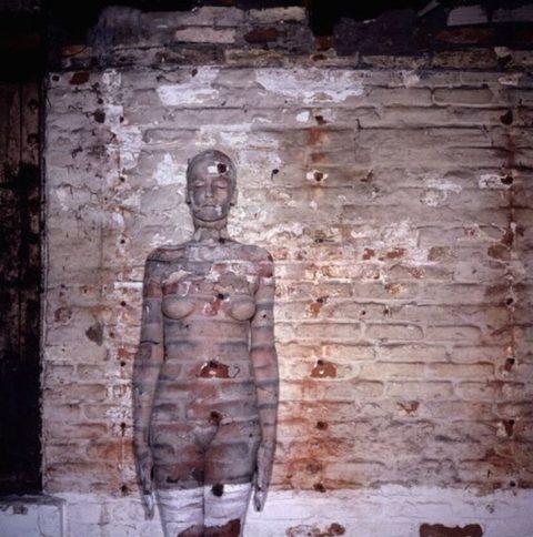 【芸術エロス】この中に全裸の美女がいるんだけど分かる?(画像24枚)・10枚目