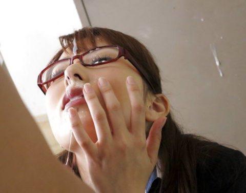 【公衆便所】真面目な眼鏡女子に一度はやってみたいこのプレイ・・・(画像41枚)・2枚目