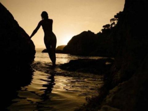 【逆光】必死でマンコを見ようとしてはいけない芸術エロ画像集(30枚)・4枚目