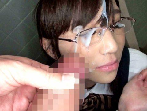 【公衆便所】真面目な眼鏡女子に一度はやってみたいこのプレイ・・・(画像41枚)・4枚目