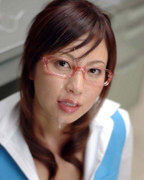 【公衆便所】真面目な眼鏡女子に一度はやってみたいこのプレイ・・・(画像41枚)・40枚目