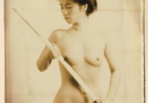 (※超マニアック)ワ イ 、 つ い に 日 本 刀 を 持 っ た ま ん さ ん の ノ ス タ ル ジ ッ ク 写 真 の エ ロ さ に 気 付 く。