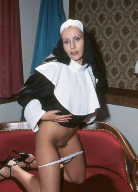 絶対に処女じゃなさそうな修道女のエロ画像集(29枚)・15枚目