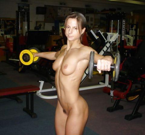 ジムでトレーニングする女たちを全裸にしてみた結果wwwwwwwwwwwww(画像20枚)・16枚目