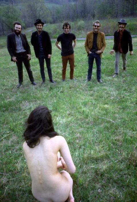 【男尊女卑】「男は着衣、女だけ裸」とかいう屈辱プレイ・・・(21枚)・2枚目