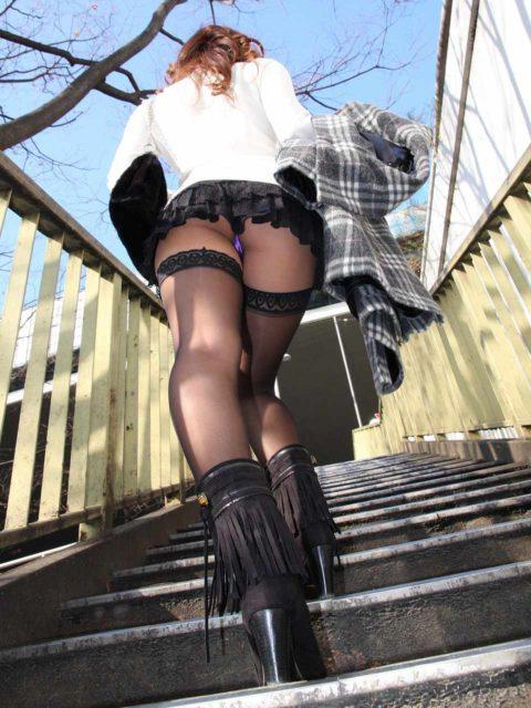 【ミニスカ】階段上ってる途中でパンツ見せつけてくる女wwwwwwwwwwwwww(画像20枚)・18枚目