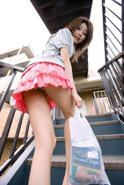 【ミニスカ】階段上ってる途中でパンツ見せつけてくる女wwwwwwwwwwwwww(画像20枚)・7枚目