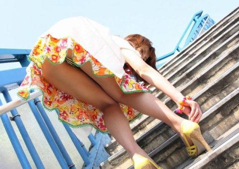 【ミニスカ】階段上ってる途中でパンツ見せつけてくる女wwwwwwwwwwwwww(画像20枚)・8枚目