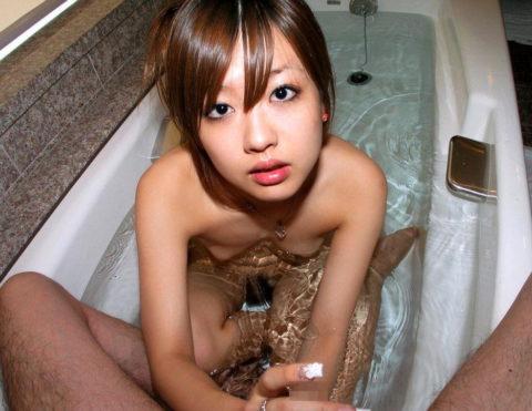 【有能】風呂場で膝まづいてティンコ洗ってくれる女wwwwwwwwwwwww(画像あり)・22枚目