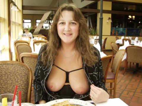 飲食店で露出するときの王道パターンがこちらwwwwwwwwww(画像30枚)・2枚目