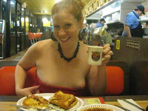 飲食店で露出するときの王道パターンがこちらwwwwwwwwww(画像30枚)・27枚目