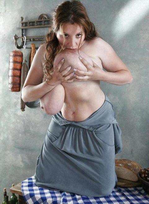【画像20枚】乳首舐めオナニーとかいう荒業wwwwwwwwwwwwwww・5枚目