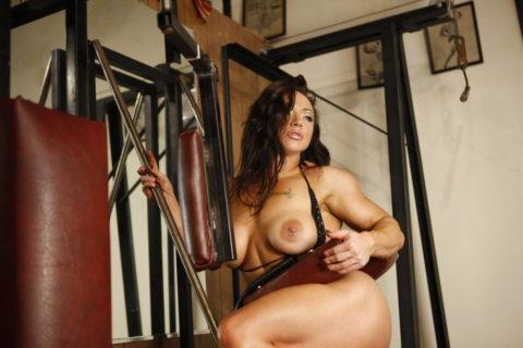 ジムでトレーニングする女たちを全裸にしてみた結果wwwwwwwwwwwww(画像20枚)・2枚目