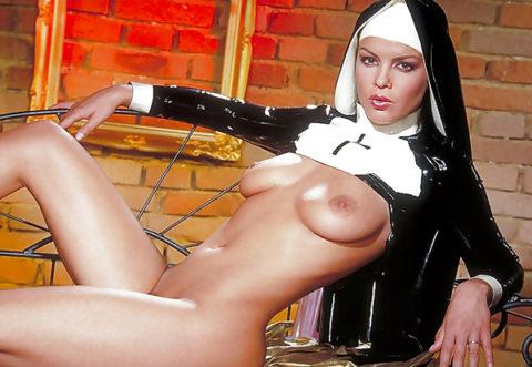 絶対に処女じゃなさそうな修道女のエロ画像集(29枚)・24枚目