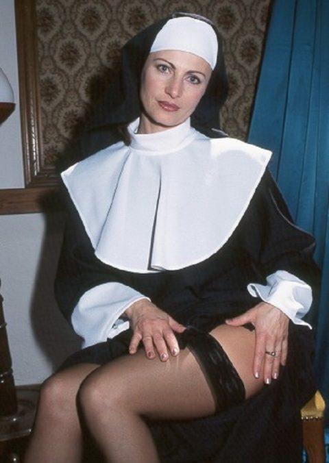 絶対に処女じゃなさそうな修道女のエロ画像集(29枚)・25枚目