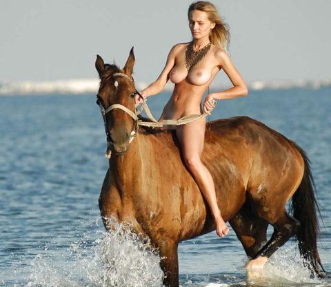 美女にしか許されない「乗馬エロ画像」とかいうジャンル(画像30枚)・28枚目