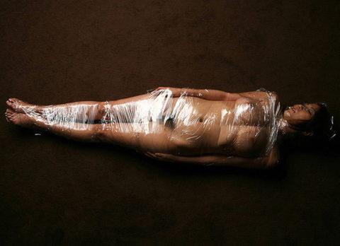 【誰得】女を布団圧縮袋に入れて密封した結果→死ぬやろこれwwwwwwwwwwwwww(画像30枚)・29枚目