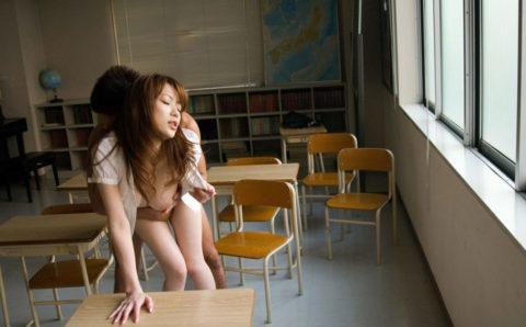 【安直w】女教師との理想のセックスならやっぱ教室でしょwwwwwwwwwwwww(画像20枚)・4枚目