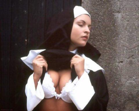 絶対に処女じゃなさそうな修道女のエロ画像集(29枚)・5枚目