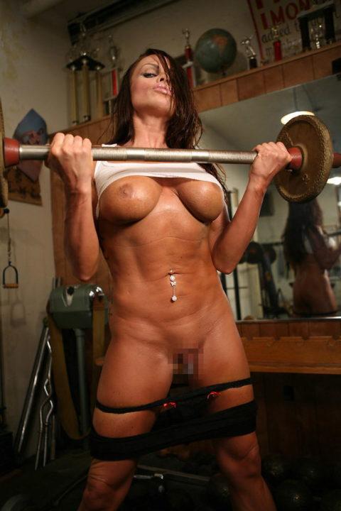 ジムでトレーニングする女たちを全裸にしてみた結果wwwwwwwwwwwww(画像20枚)・6枚目