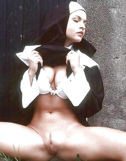 絶対に処女じゃなさそうな修道女のエロ画像集(29枚)・8枚目