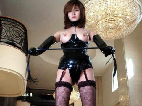 ドM男が我慢汁を垂らすという鞭を持った女王様のえろ写真集(30枚)