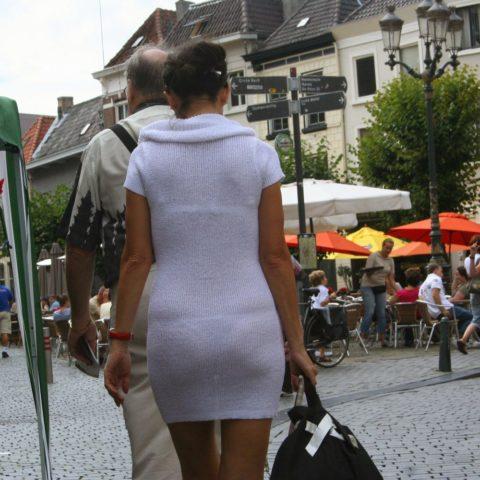 【街撮り】つい後をつけたくなる下着スケスケ女子の画像集(30枚)・1枚目