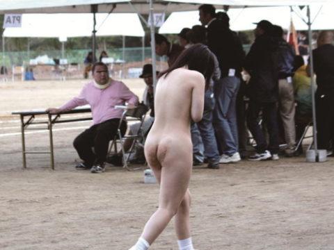 【激写】 運 動 会 で 全 裸 に さ れ た 女 子 が 可 哀 想 す ぎ る ・・・・1枚目