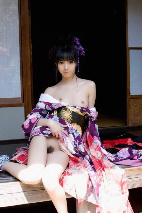 最も日本的だけどリアルではめったに見れない和服のエロ画像集(30枚)・10枚目