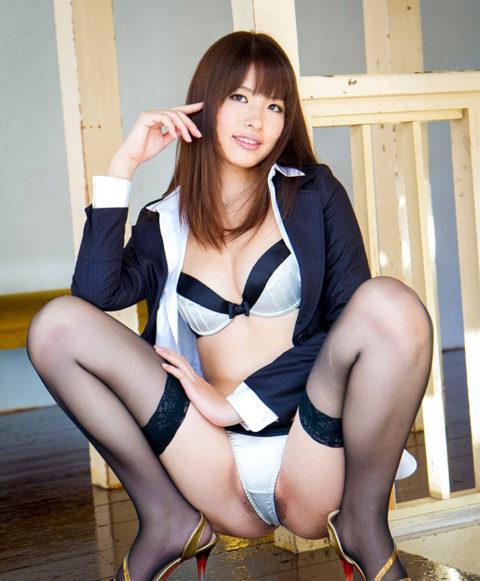 欲情したら負け→ウンコ座りしてパンツを見せつけてくる女wwwwwww(画像21枚)・17枚目