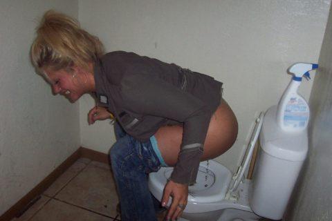トイレ中の女の子を激写した時の反応いろいろ・・・(画像25枚)・19枚目