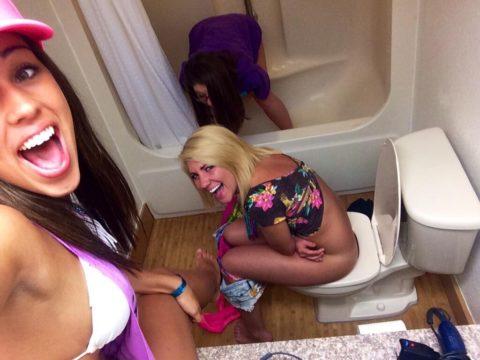 トイレ中の女の子を激写した時の反応いろいろ・・・(画像25枚)・21枚目