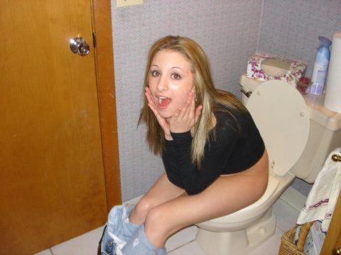トイレ中の女の子を激写した時の反応いろいろ・・・(画像25枚)・23枚目