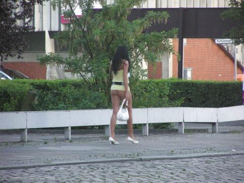 【画像あり】海外の売春婦の客の取り方が攻めすぎてる件wwwwwwwwwwwwww・19枚目