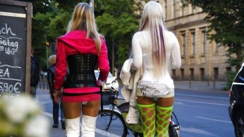 【画像あり】海外の売春婦の客の取り方が攻めすぎてる件wwwwwwwwwwwwww・20枚目