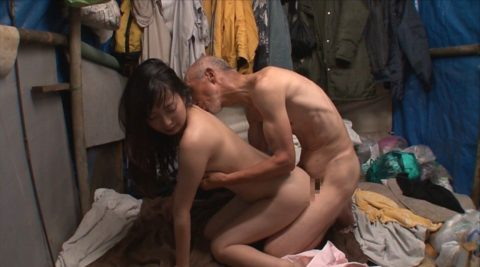 ガチのホームレスとセックスするとかいう崖っぷちAV女優への試練wwwwwwwww(画像28枚)・21枚目