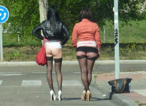 【画像あり】海外の売春婦の客の取り方が攻めすぎてる件wwwwwwwwwwwwww・22枚目