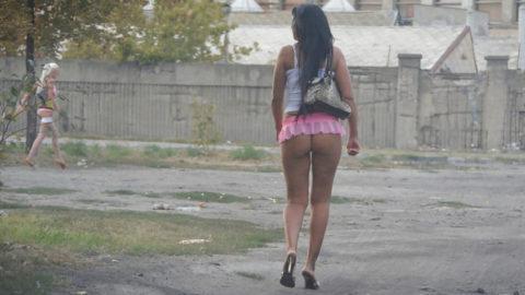 【画像あり】海外の売春婦の客の取り方が攻めすぎてる件wwwwwwwwwwwwww・23枚目